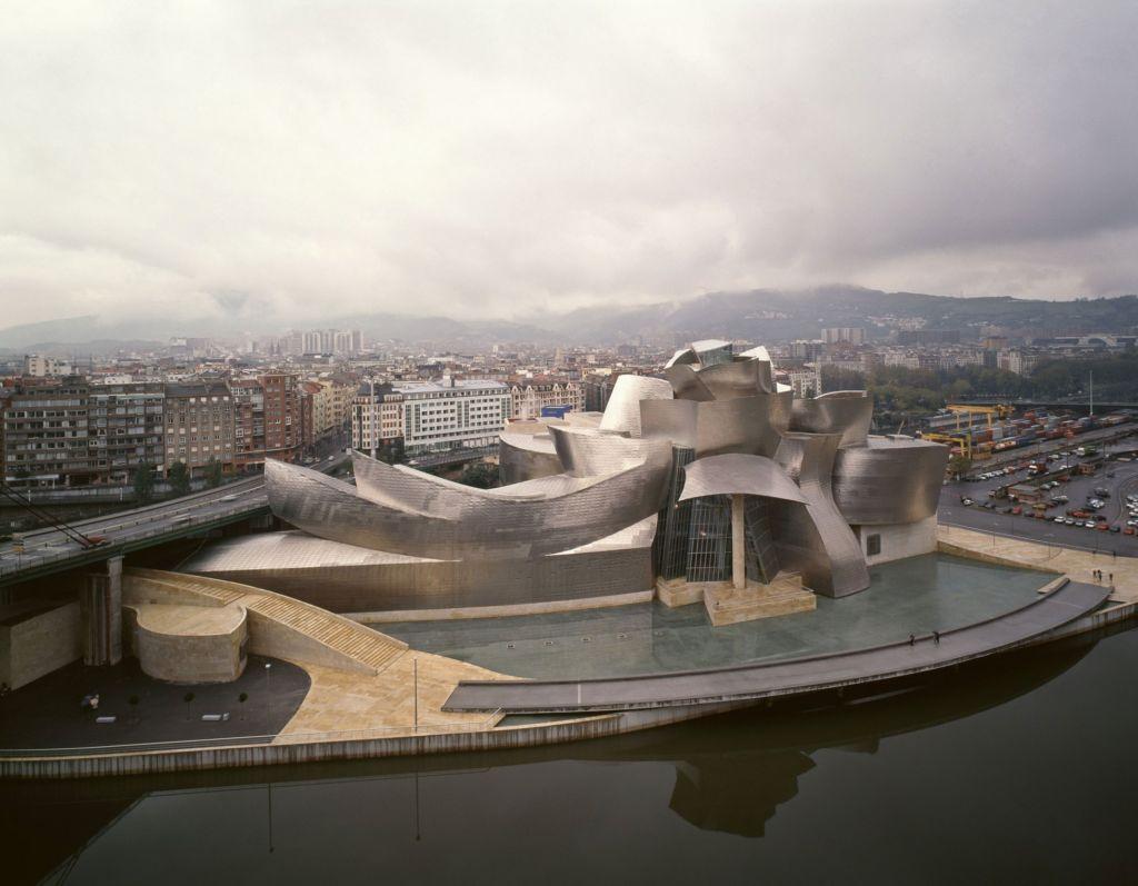 Esto es lo que hace a los museos Guggenheim tan importantes - bilbao-guggenheim-1024x797