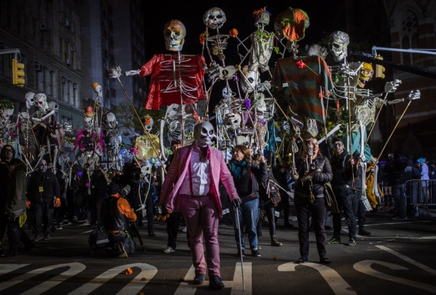 Experiencias de Halloween en ciudades de USA que no te debes perder - desfile-de-village-halloween-ny
