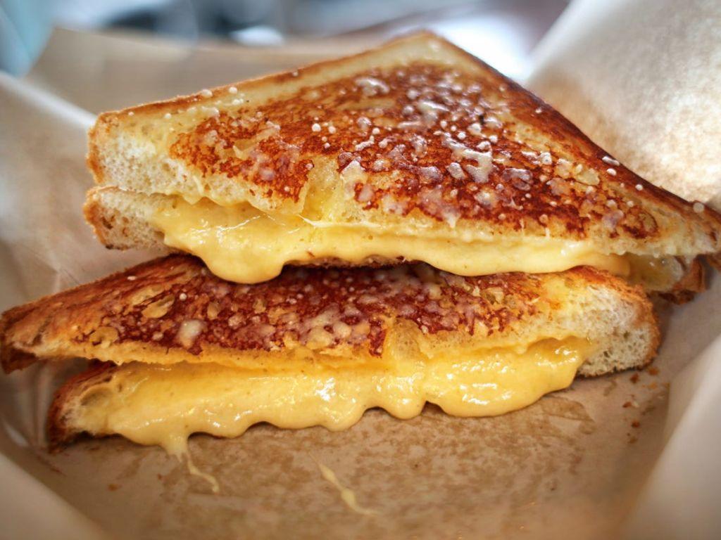 ¡Adiós a los días nublados! El grilled cheese perfecto para combatir esos días