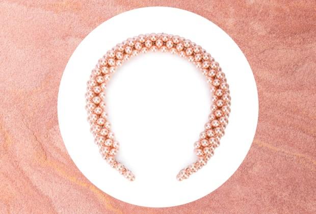 ¿Ya sabes cuál es el accesorio de la temporada? ¡Estas son nuestras opciones favoritas! - diadema-perlas-shrimp