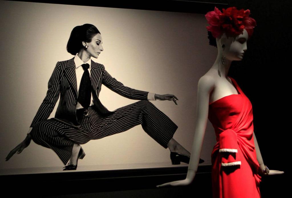 Visita estas exposiciones abiertas durante diciembre - naty-abascal-y-la-moda-1024x694