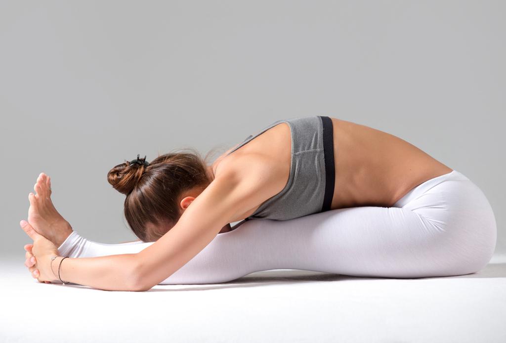 Haz esta secuencia de yoga para alinear tus chakras - yoga-chakras-1-1024x694