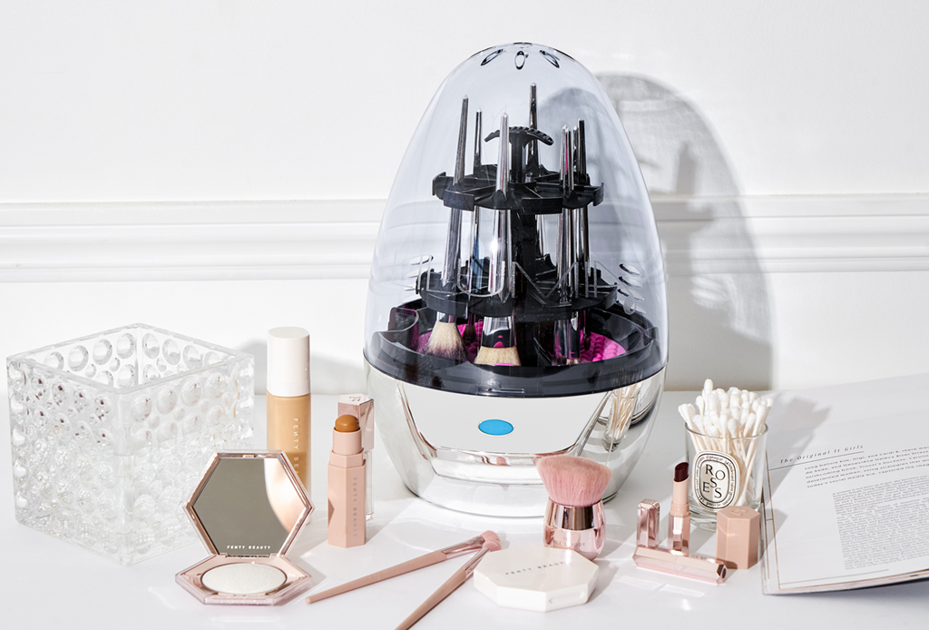 Cómo y cada cuánto debes limpiar tus brochas de maquillaje - gadgets-limpiar-brochas-maquillaje