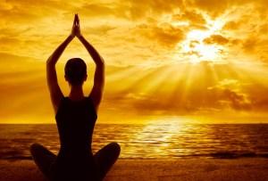 Te explicamos lo que necesitas saber sobre karma yoga