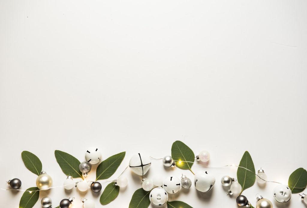 Maneras de hacer tus celebraciones de navidad más sustentables - luces-minimalistas