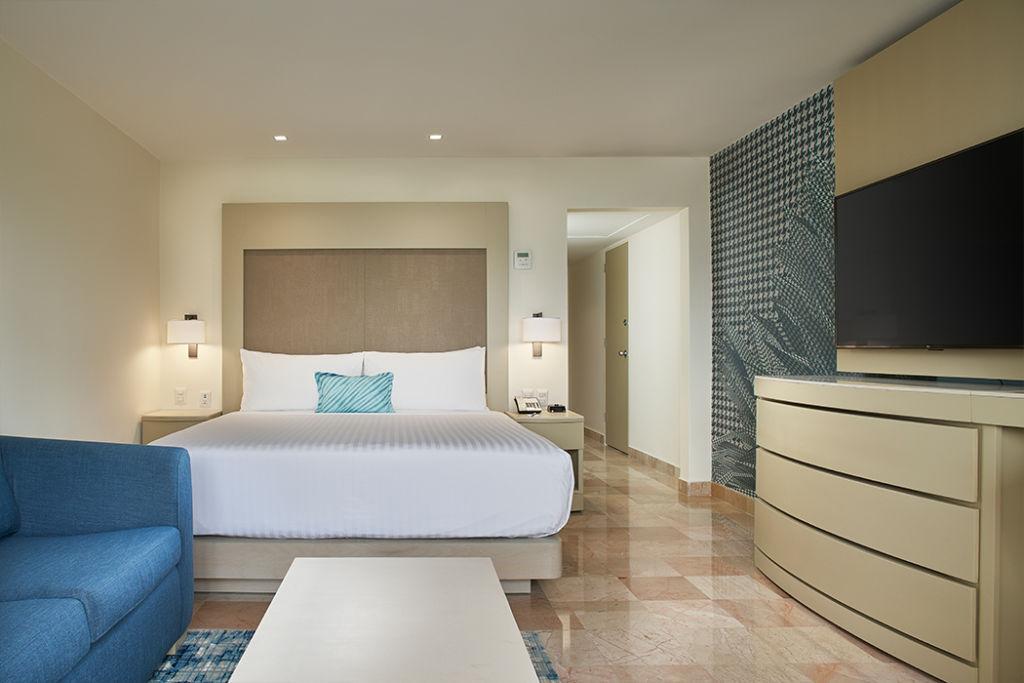 Marriott Puerto Vallarta se renueva para enamorarte una vez más - mh_pvrmx_poov_6034_guestroom_king_pool_ocean_view_003