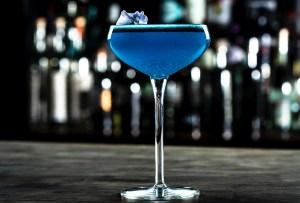 Este drink sabe al color del año: Pantone Classic Blue 19-4052, ¿lo probarías?