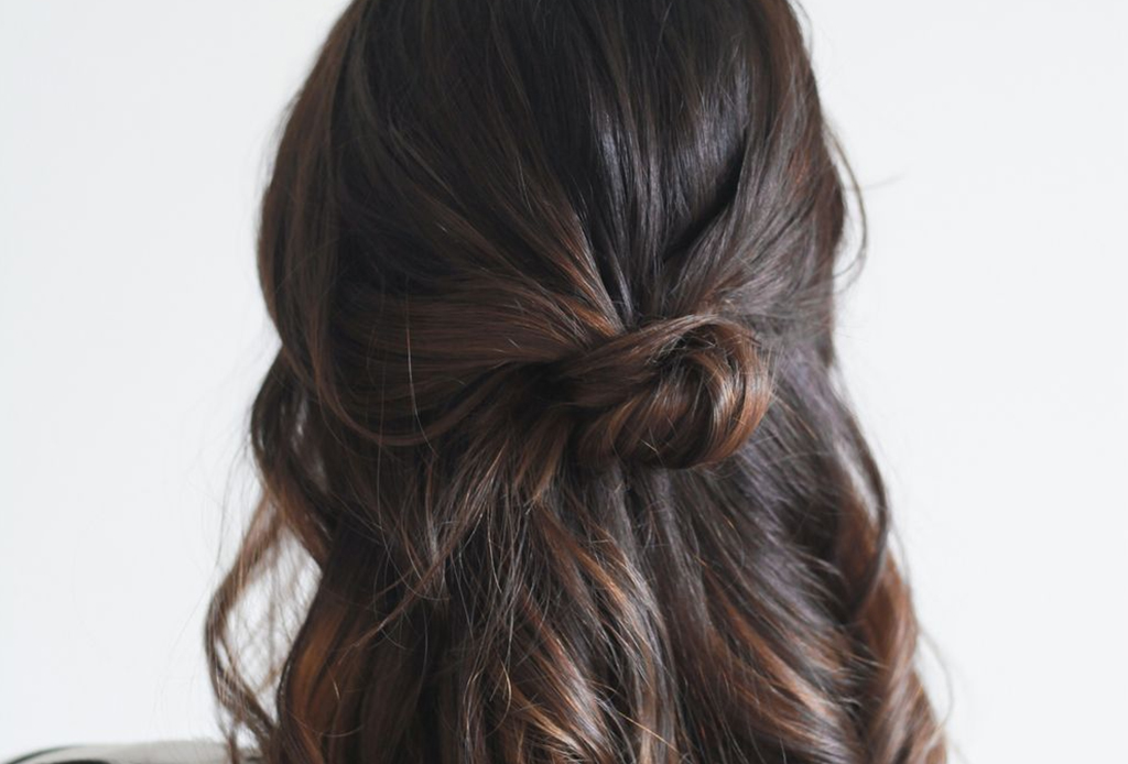 7 peinados que te ahorrarán tiempo en la mañana - semi-recogido-volumen-peinado