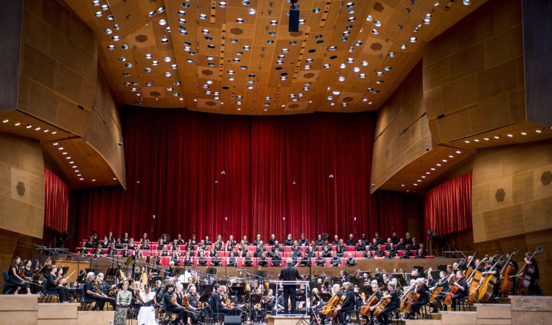 Chicago, un destino obligado en 2020 para los amantes de la música - 32-carlos-kalmar-conducts-the-grant-park-orchestra-and-chorus-at-the-jay-pritzker-pavilion-in-millennium-park