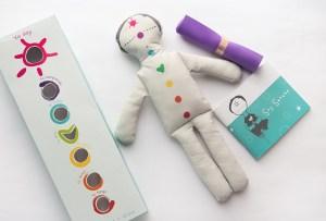 Enséñale todo sobre mindfulness a tus hijos con este curioso muñeco