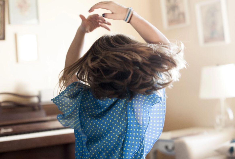 Dedica un día a elevar tu energía, lo necesitas, ¡sigue estos consejos! - bailar