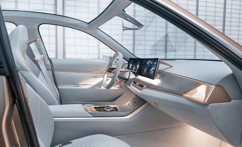 BMW i4, el futuro de la marca en un sólo auto - bmw-interior