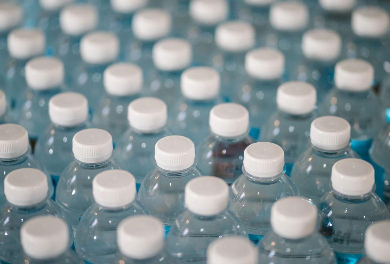 Productos que SÍ vale la pena agregar en tu carrito de super - botellas-de-agua