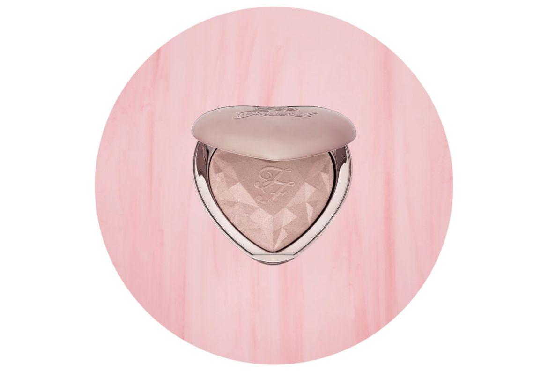 Cómo elegir el mejor iluminador para tu tono de piel - too-faced-love-light-prismatic-highlighter