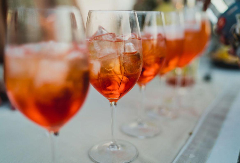 ¿Alguien dijo Aperol Spritz? Dale un twist a uno de nuestros favoritos - aperol-spritz-perfect-serve