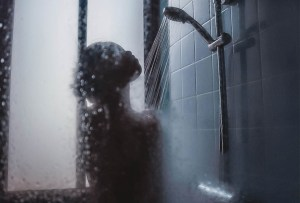 ¿Es mejor bañarse en la noche que en la mañana?