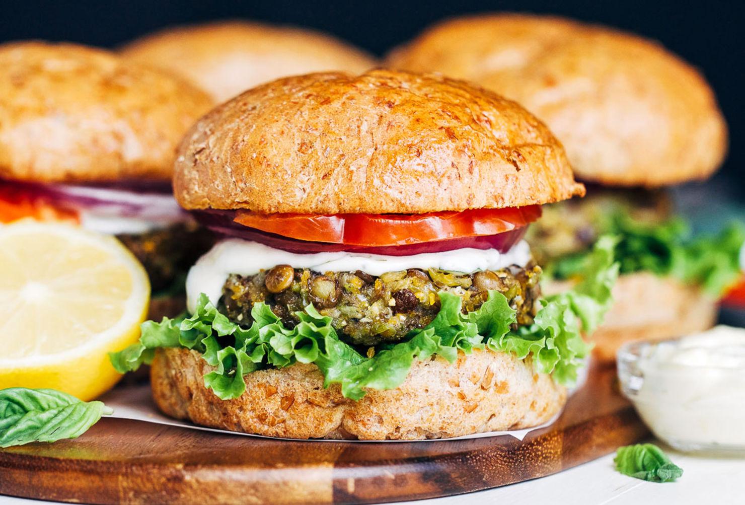 Prepara esta receta vegana a prueba de todos: Hamburguesa de lentejas