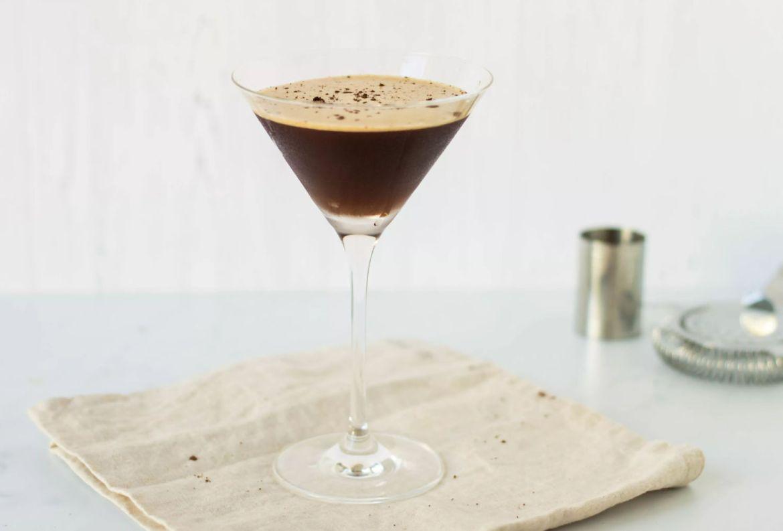 Prepara estos drinks con café para el Home Office, estamos en cuarentena y ¡se vale! - receta-espresso-martini