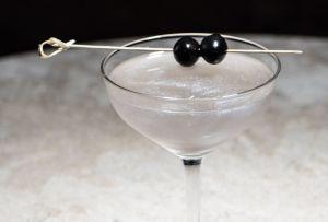Prepara un Galaxy Martini, el acompañante ideal para ver las estrellas esta noche