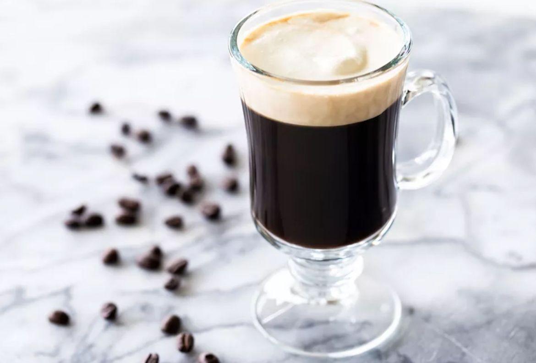 Prepara estos drinks con café para el Home Office, estamos en cuarentena y ¡se vale! - receta-irish-coffee