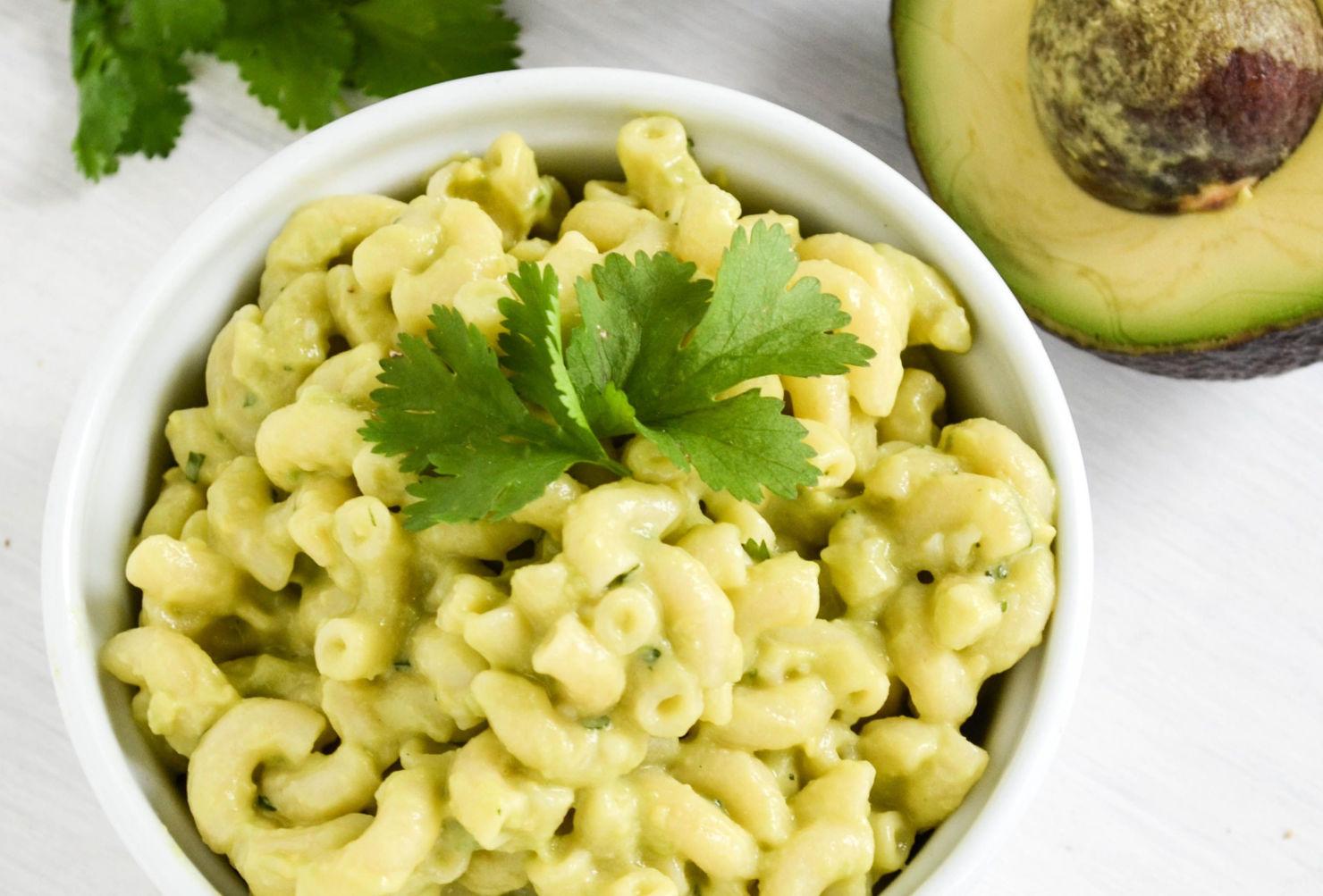 Dos favoritos juntos en esta receta: Mac & Cheese ¡con aguacate!