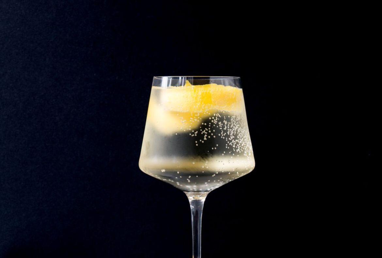 ¿Alguien dijo Aperol Spritz? Dale un twist a uno de nuestros favoritos - receta-spritz-blanco