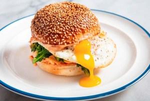 3 sándwiches de huevo que te matarán del antojo