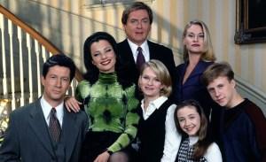 ¡Reencuentro! El cast de «The Nanny» recrea el primer episodio de la serie por Zoom, ¡y no podemos de la emoción!