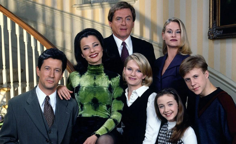 """¡Reencuentro! El cast de """"The Nanny"""" recrea el primer episodio de la serie por Zoom, ¡y no podemos de la emoción! - the-nanny-primer-episodio"""