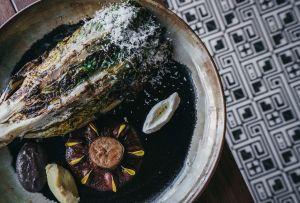 Cambia tu ensalada por una lechuga asada rellena, Amomoxtli nos comparte su receta