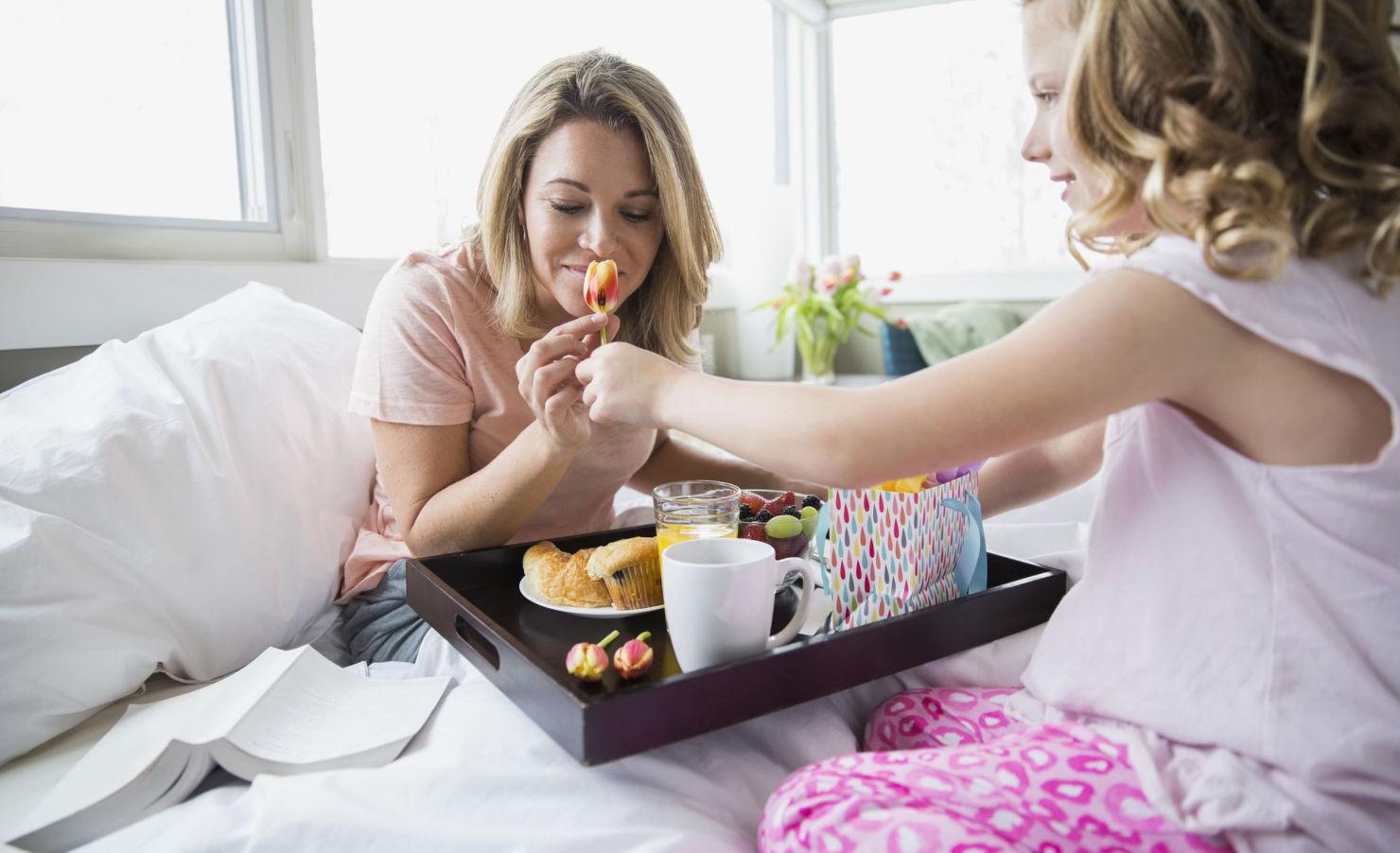 Sorprende a mamá con este pan francés relleno de frambuesas