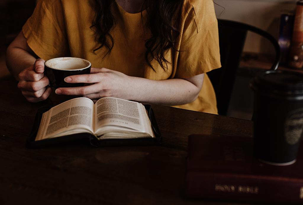 ¿No logras terminar un libro? Hay una razón por la que cuesta más trabajo leer en cuarentena