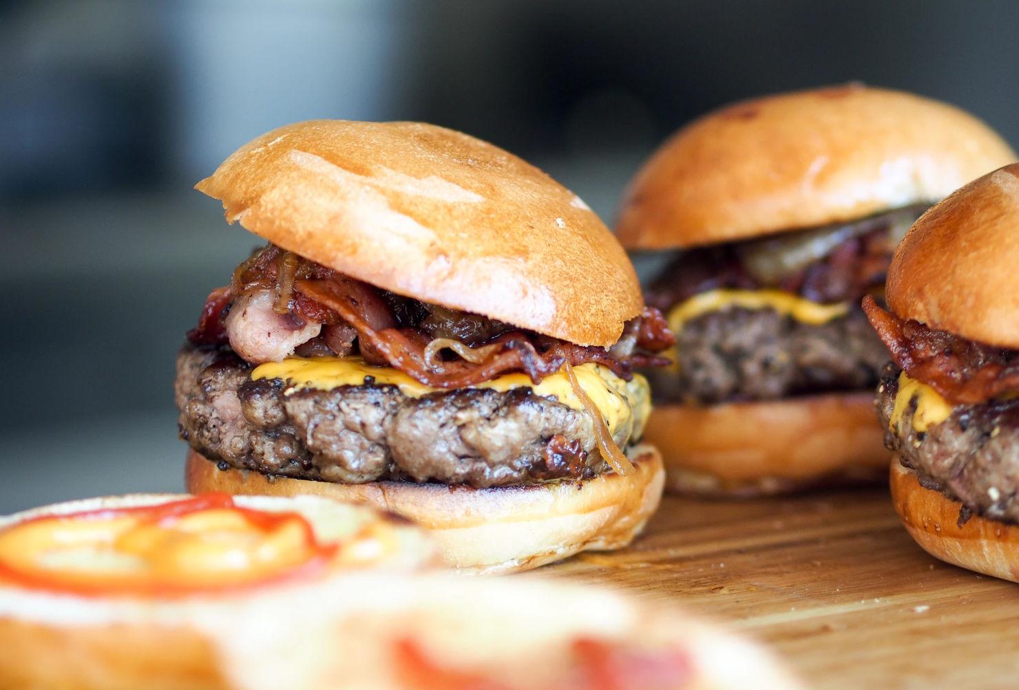 Las mejores hamburguesas con servicio a domicilio para disfrutar la cuarentena