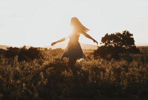 Las mujeres solteras y sin hijos son las más felices, según los expertos