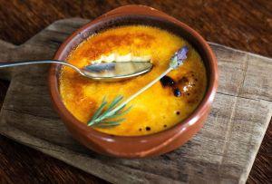 Prepara este Crème brûlée de lavanda con la receta de Casa Virginia