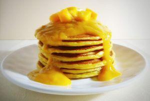 No podrás resistirte a estos pancakes con mango ¡perfectos para el desayuno!
