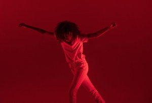 Mantente en forma con estas clases de baile online