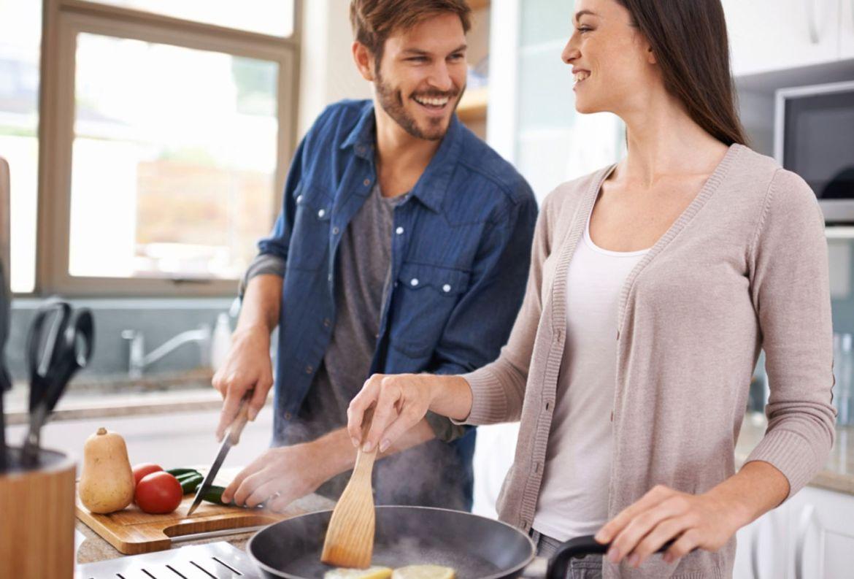 5 beneficios de cocinar en pareja para ponerte a practicar desde ya - beneficios-cocinar-pareja-6
