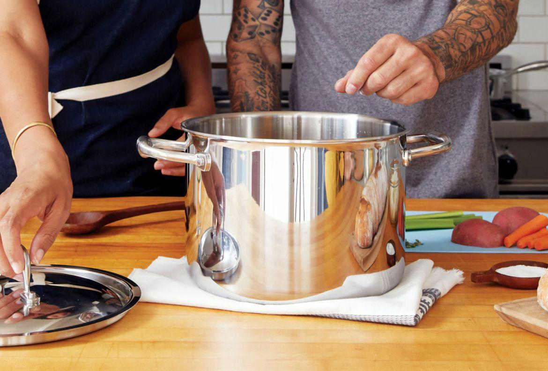 5 beneficios de cocinar en pareja para ponerte a practicar desde ya - beneficios-cocinar-pareja-8