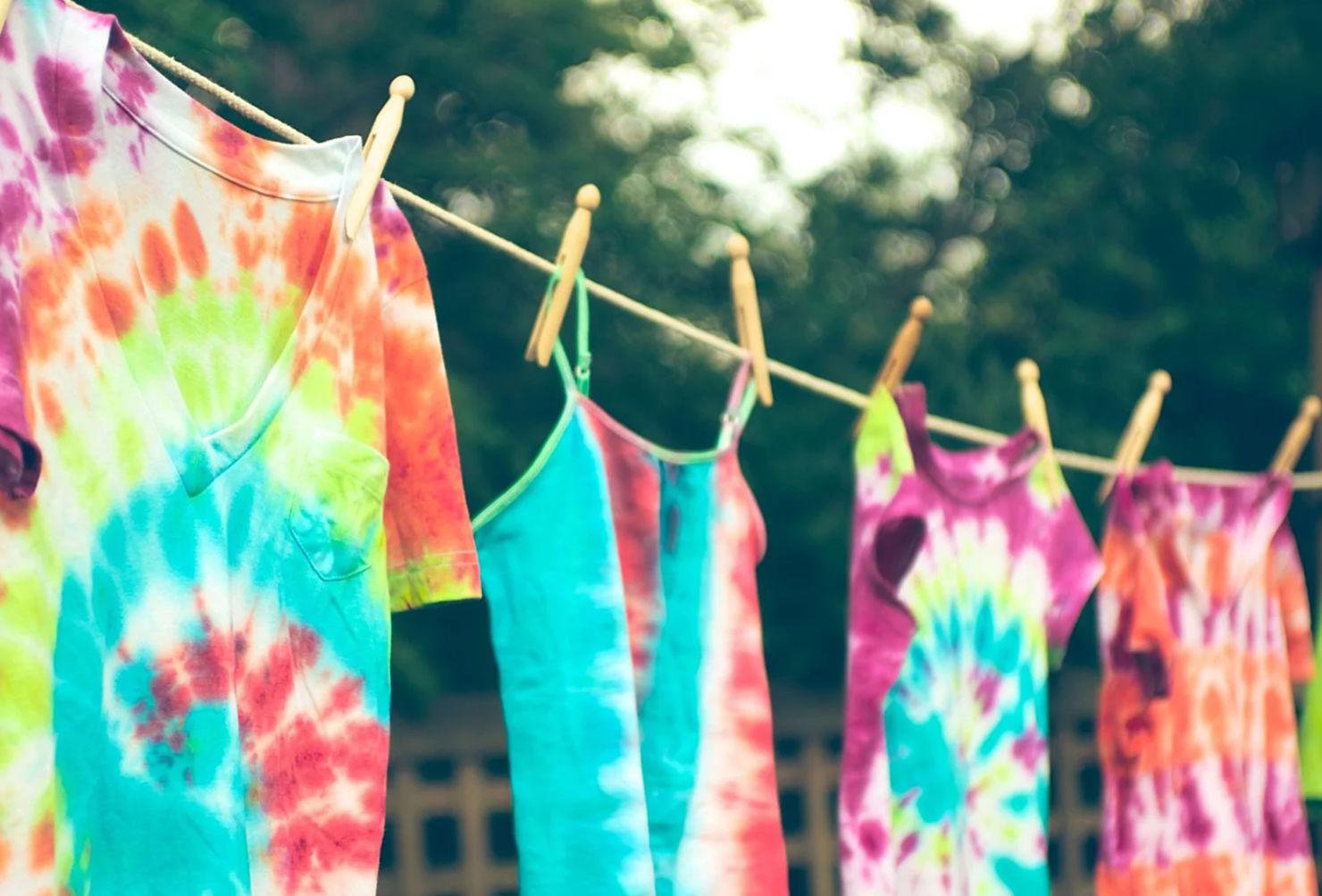 Aprende a hacer tie dye en casa, esto es todo lo que necesitas