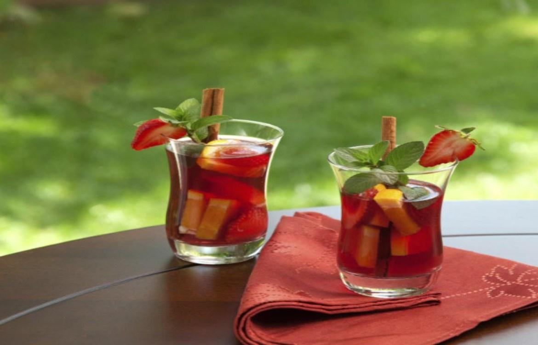 4 drinks con frutas de temporada para disfrutar el verano - sangria
