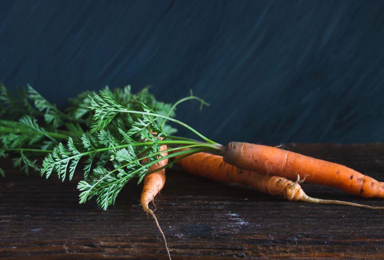 Estas verduras son ideales para volver a cultivar ¡en un frasco con agua! - zanahoria