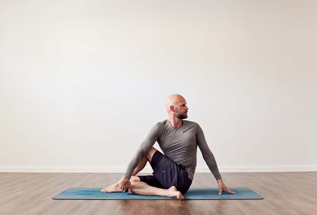 5 posturas de yoga para hacer detox y limpiar el cuerpo - posturas-yoga-detox-5