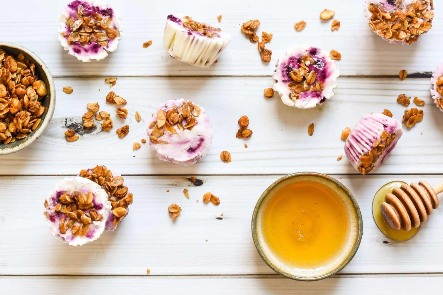Prepara estos healthy yogurt bites ¡con solo tres ingredientes!
