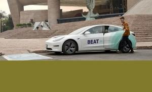 Todo esto sucede cuando viajas en un Tesla de Beat