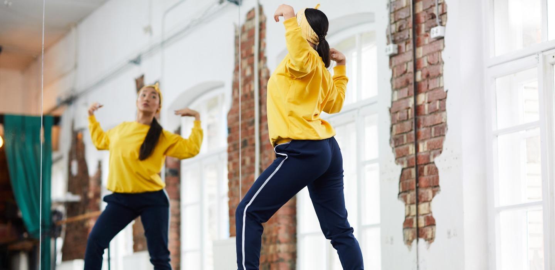 Rutinas de baile en youtube para ponerte fit ¡Es hora de bailar!