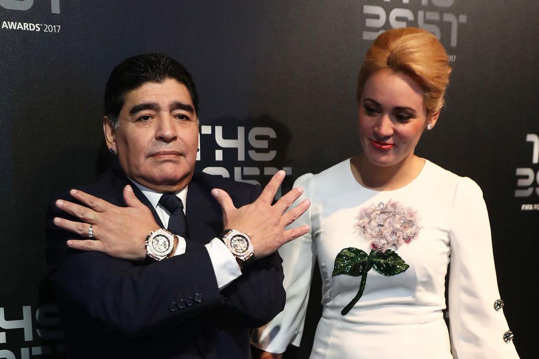 ¡Adiós a Maradona! Recordamos algunas de sus excentricidades - maradona-relojes