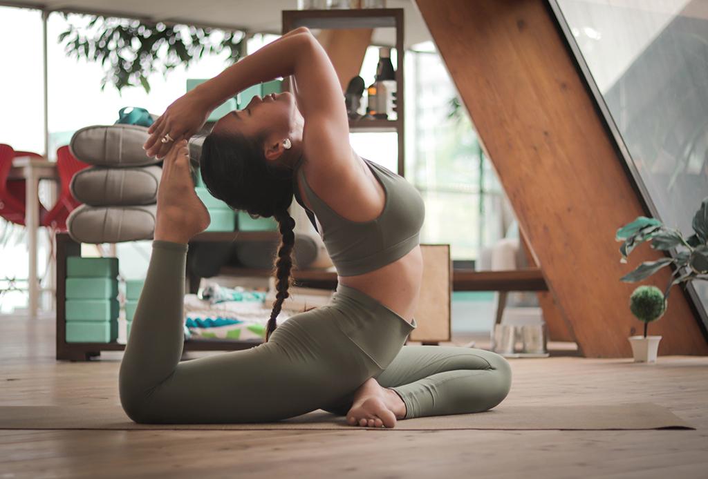 Cómo meditar mientras practicas yoga, puedes hacerlo en 3 pasos - yoga-3