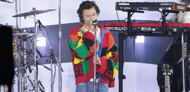 DIY del cárdigan de Harry Styles ¡Luce con mucho estilo!