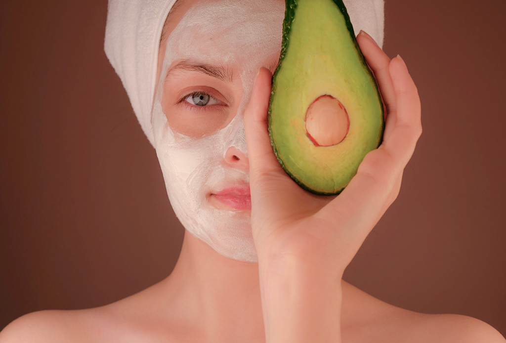 3 mascarillas para aclarar la piel que puedes hacer en minutos - mascarillas-minutos-2